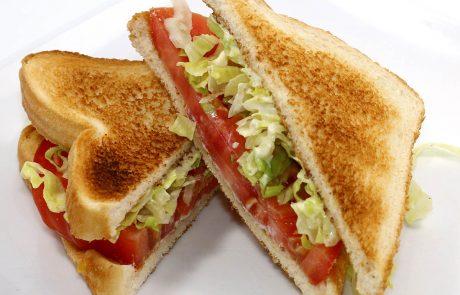 Casse-Croûte d'en Haut - Sandwich aux tomates